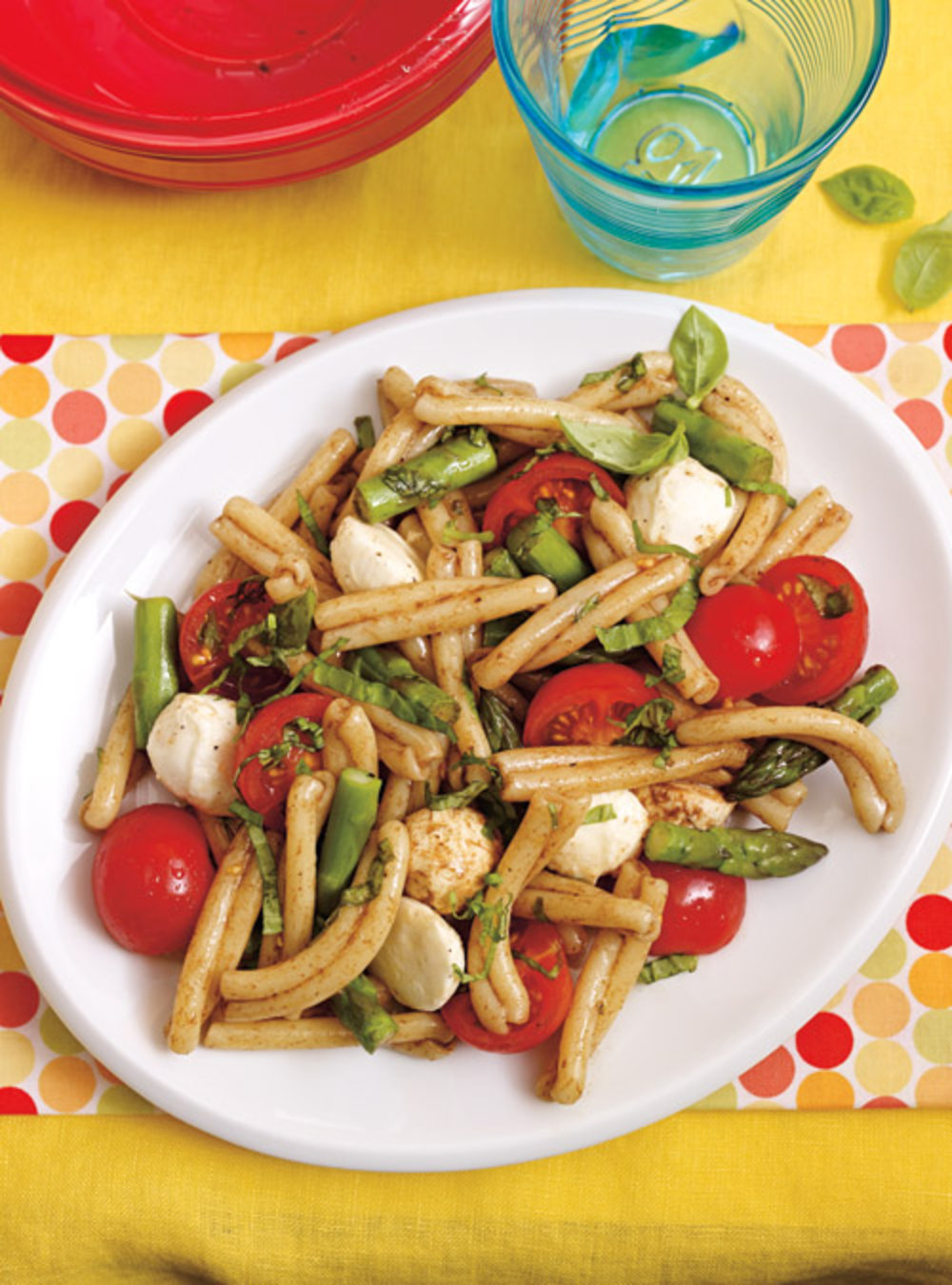 Salade de pâtes, d'asperges et de bocconcinis | ricardo