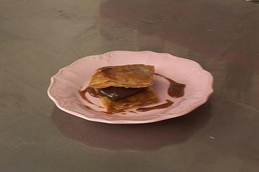 Recette de carrés feuilletés à la ganache au chocolat, caramel aux ...