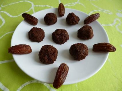 Recette de boules crues cacao dattes baobab chia agave