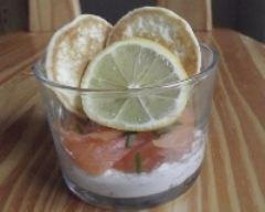 Recette verrine saumon fumé à la crème ciboulette et ses blinis