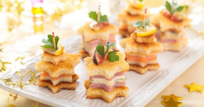 Recette de toasts de noël étoilés au saumon, au parmesan et au ...