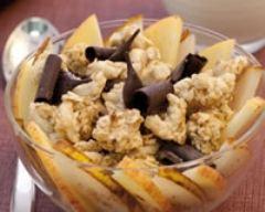 Recette pépites de muesli croustillant et salade de pomme et poire