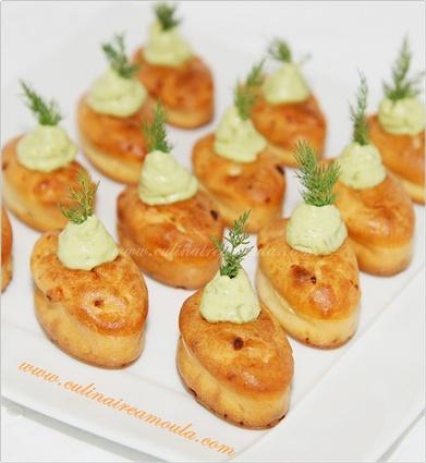 Recette de mini cakes au saumon fumé et crème d'avocat