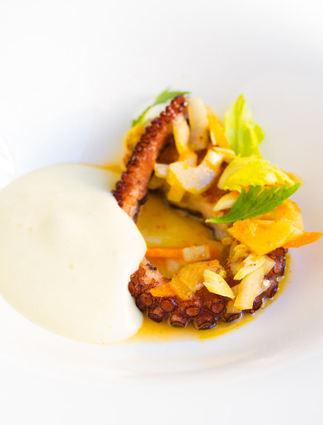 Poulpe de méditerranée rôti, espuma de pomme de terre, légumes