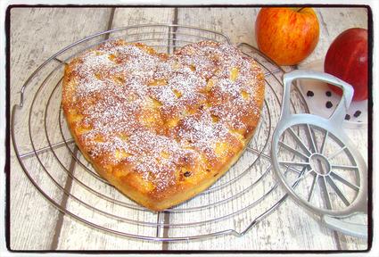 Recette de gâteau gourmand aux pommes, amandes et raisins secs ...