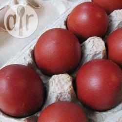Recette œufs teints avec des pelures d'oignon – toutes les recettes ...