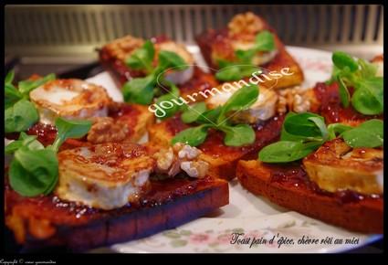 Recette de toast pain d'épice et chèvre rôti au miel