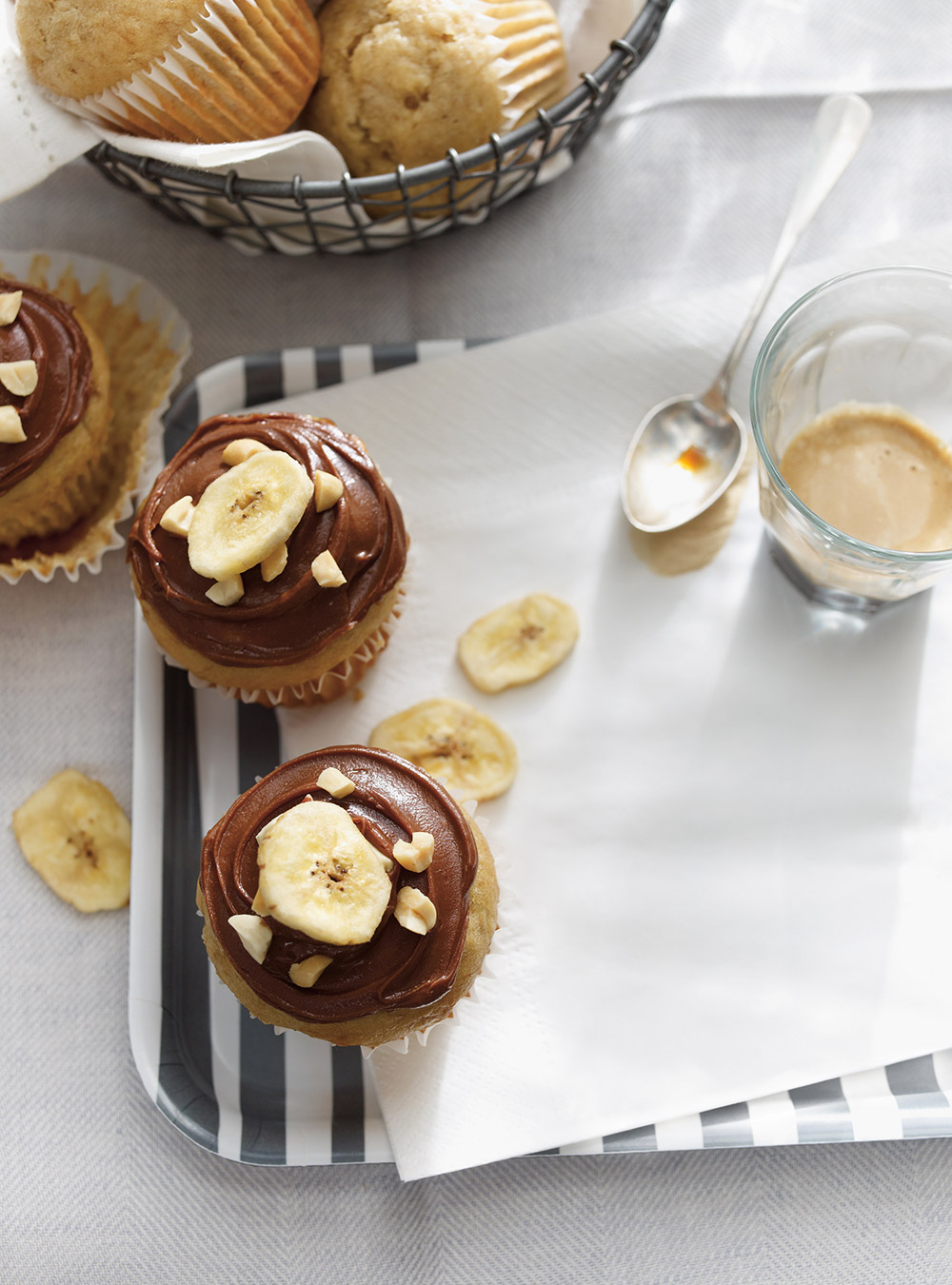 Muffins aux bananes, glaçage choco-arachide | ricardo