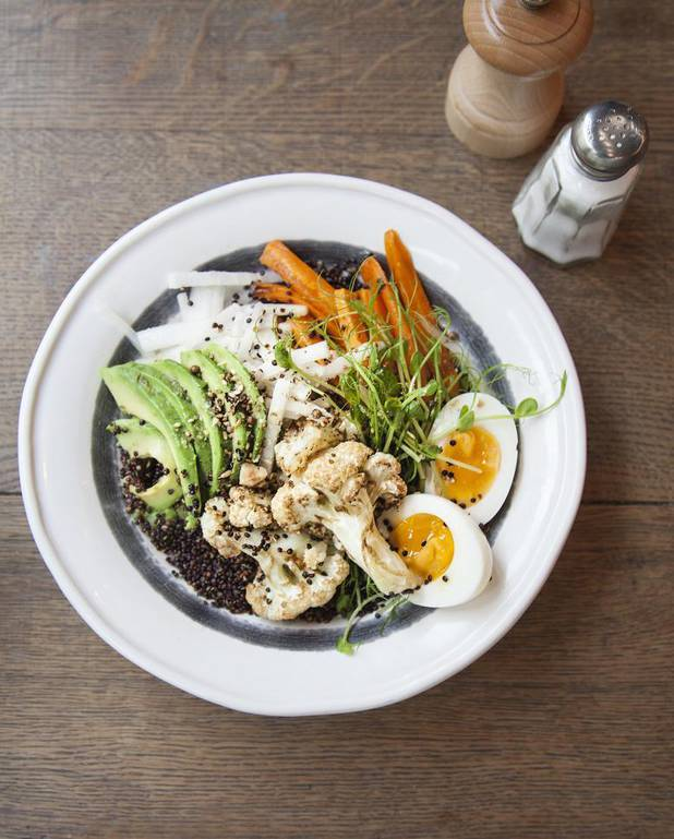 Avocado bowl au quinoa croustillant pour 4 personnes