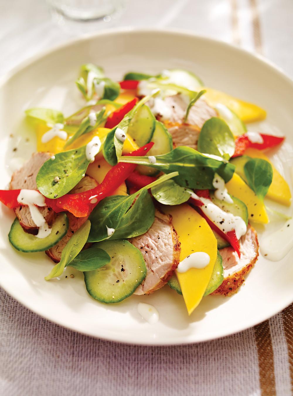 Salade de filet de porc à la mangue et au poivron   ricardo