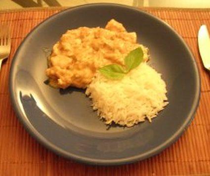 Poulet au lait de coco, curry et amandes effilées