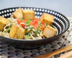 Nouilles soba aux tomates, au pesto de roquette et au tofu grillé ...