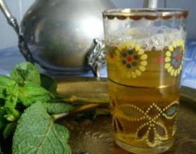 Thé marocain aux feuilles de menthe et zestes de citron pour 5 ...