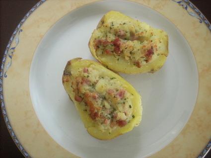 Recette de pommes de terre farcies aux lardons, crème et gruyère ...