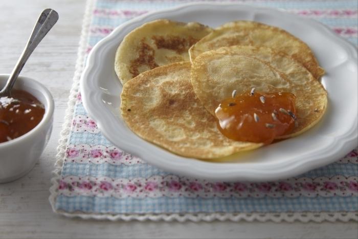 Recette de mini crêpes à la confiture d'abricots et lavande facile et ...