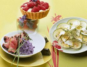 Délice de mangue sur chantilly maison et son coulis de mûres