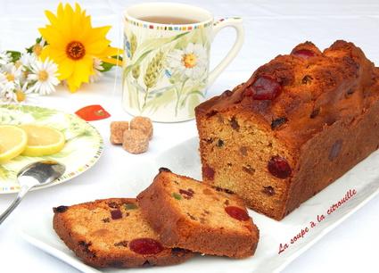 Recette de cake aux fruits confits et raisins sultanines