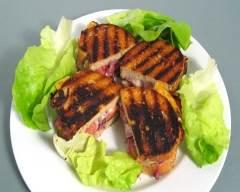 Recette sandwich aux saucisses fumées et oignons caramélisés