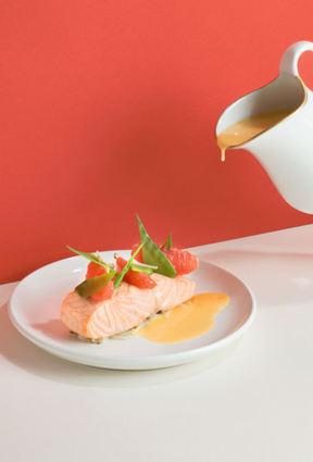 Pavé de saumon poché au pamplemousse de floride, soja et pois