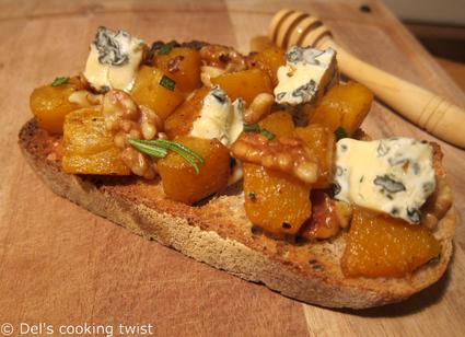 Recette de tartine de potimarron, noix et bleu d'auvergne