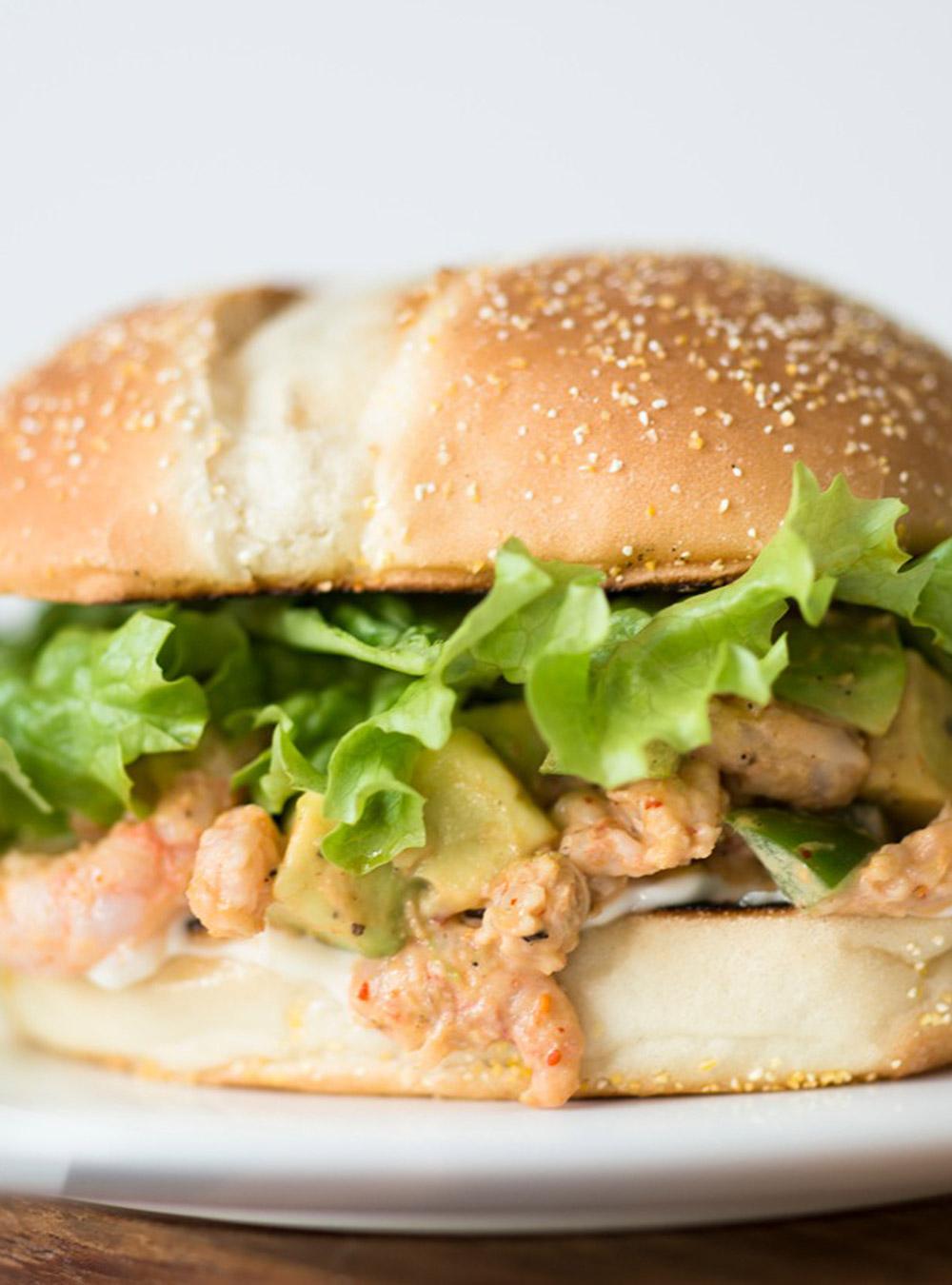Hamburgers aux crevettes nordiques et à l'avocat | ricardo