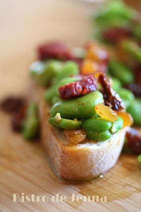 Recette de la tartine gourmande : fèves, chorizo et pointe d'ail