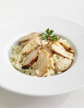 Salade romaine au poulet mariné pour 4 personnes