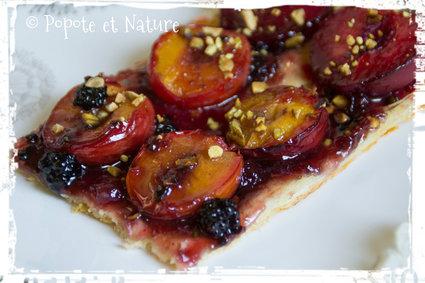 Recette de tarte aux prunes rouges, pistaches grillées et confiture ...