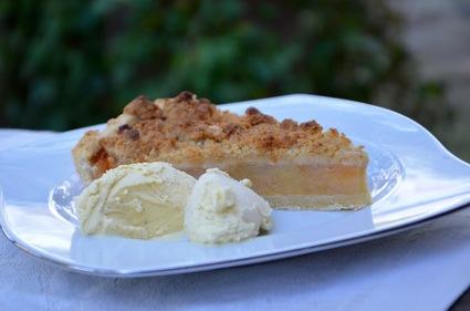 Recette de tarte crumble pommes, coings, noisettes