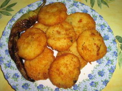 Recette de beignets de pomme de terre à l'ail et aux herbes