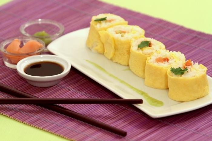 Recette de maki à l'omelette, aux tomates confites et au concombre ...