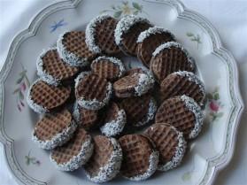 Gaufre cacao  noix de coco, ganache croquante au poivron grillé ...