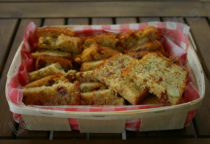Recette de cake aux tomates séchées et aux artichauts