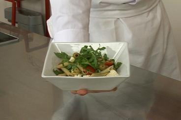 Recette de penne à la feta, tomates cerises et olives facile et rapide
