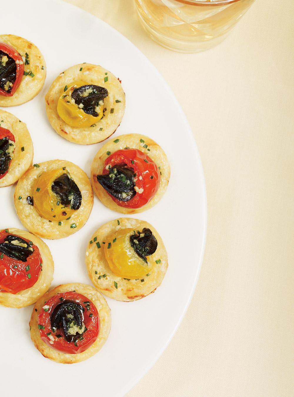 Tartelettes aux tomates farcies et aux escargots à l'ail | ricardo