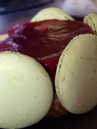Recette de mousse chocolat blanc pistache et miroir framboise
