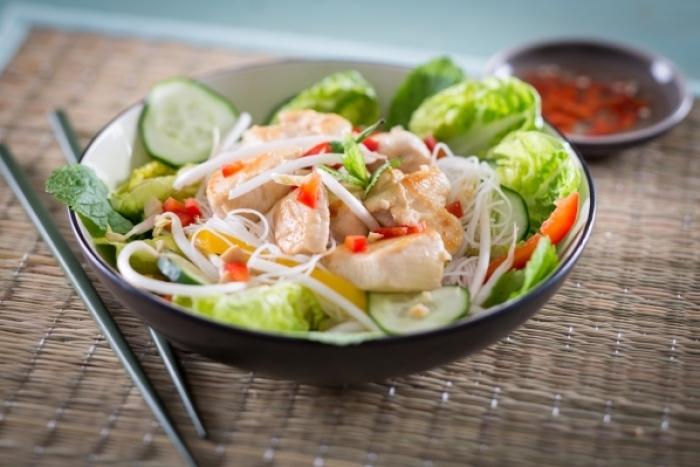 Recette de bò bún poulet et légumes croquants facile et rapide