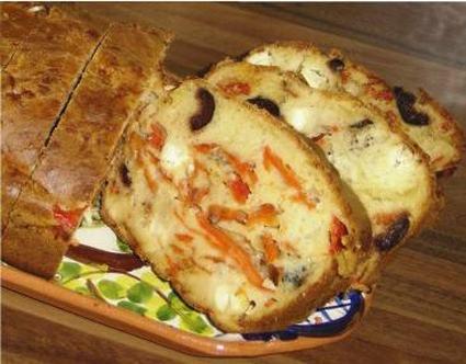 Recette de cake aux poivrons, à la feta et aux olives noires