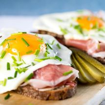 Pintxos aux œufs et jambon