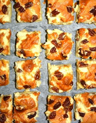 Gâteau magique noix de pécan et caramel beurre salé