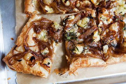 Recette de tarte aux oignons caramélisés, brie et gorgonzola