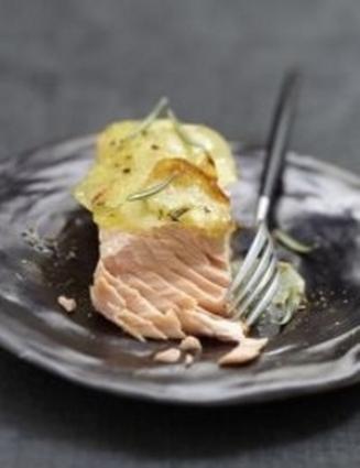 Recette de pavé de saumon braisé, pommes de terre au romarin
