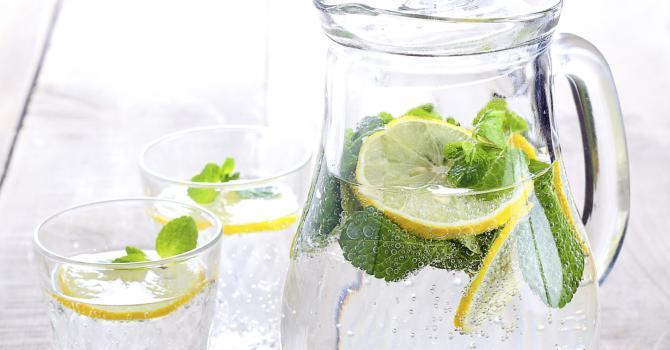 Recette de limonade au thé vert, citron et menthe fraîche