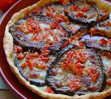 Recette de tarte d'aubergines, tomate et poivron