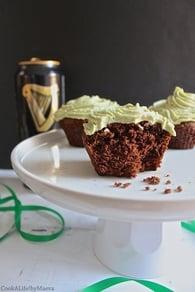 Recette de cupcakes chocolat guiness, glaçage thé matcha