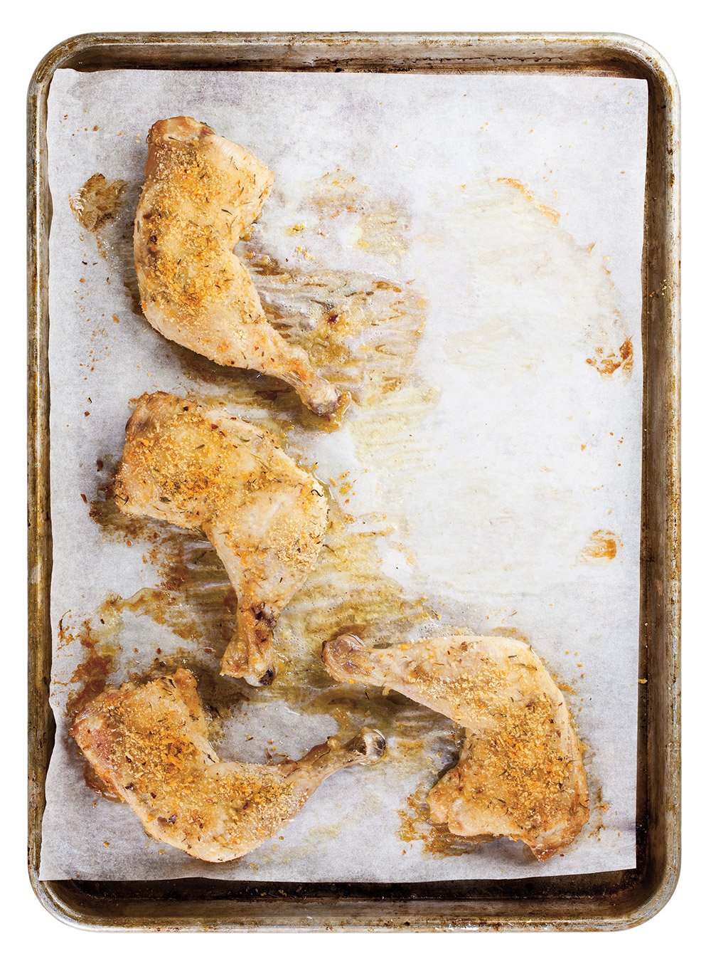 Chips de chou kale et cuisses de poulet rôties au parmesan | ricardo