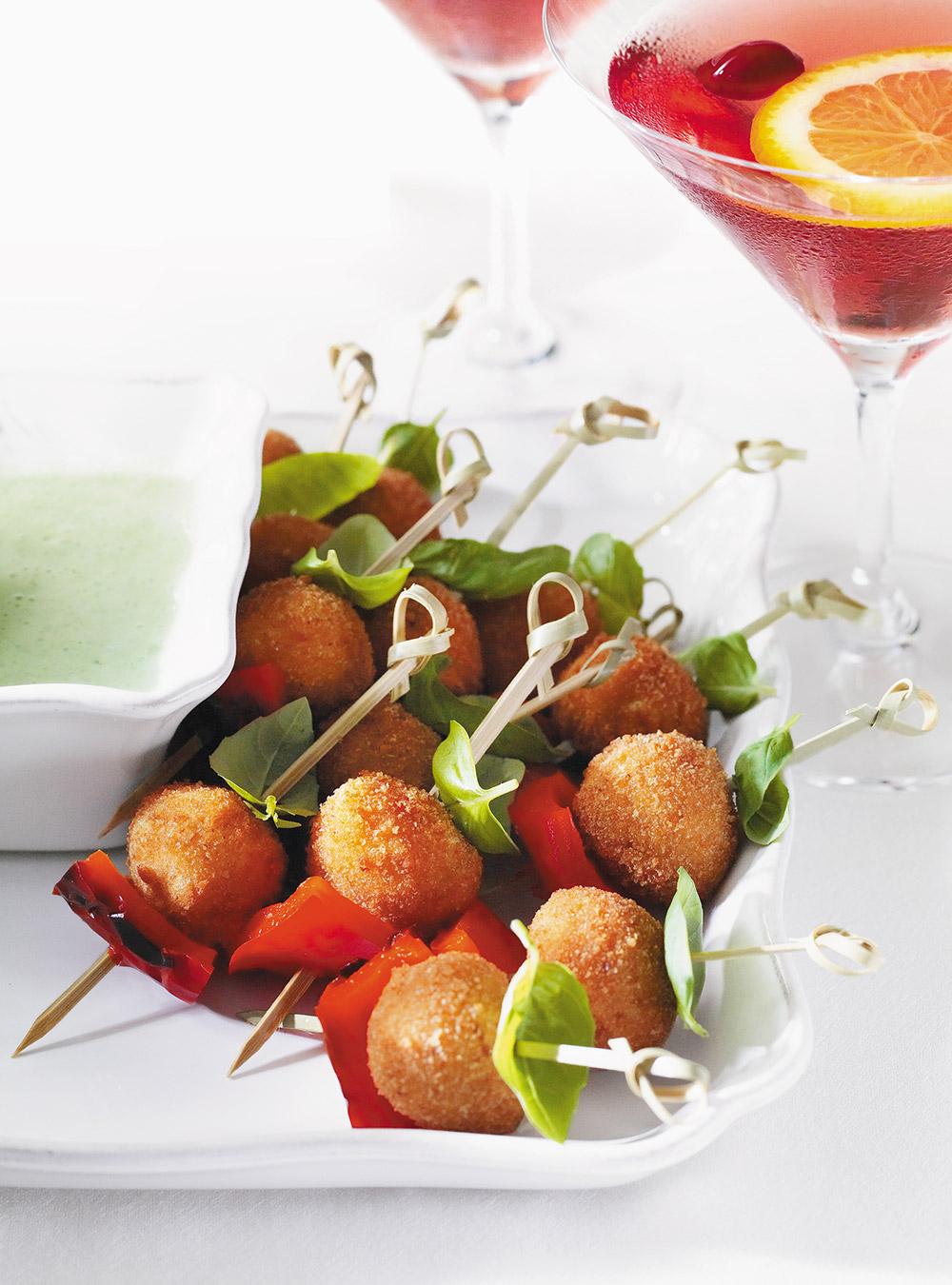Croquettes de bocconcini au basilic et poivron rouge | ricardo