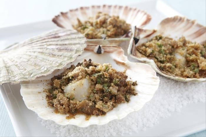 Recette de saint-jacques à la bretonne cuites en coquilles facile et ...