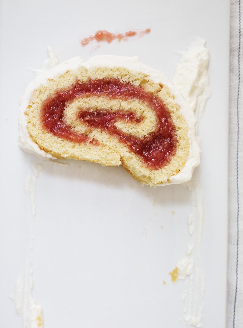 Gâteau roulé à la rhubarbe | ricardo