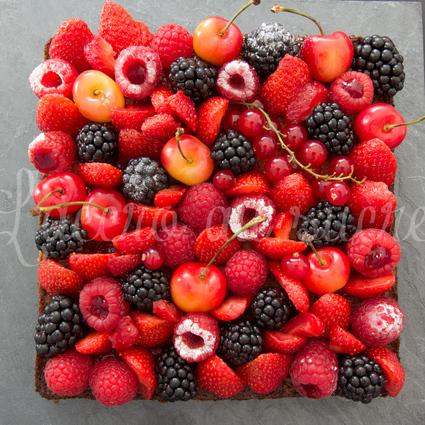 Recette de tarte aux fruits rouges sur son palet breton et sa crème ...